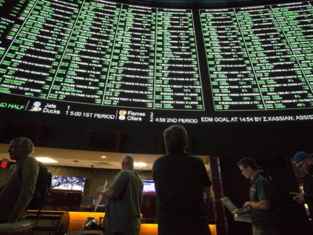 How Oddsmakers Treat Middling